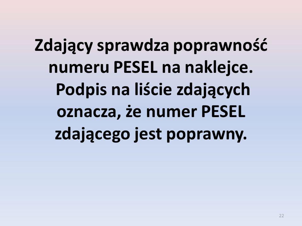 Zdający sprawdza poprawność numeru PESEL na naklejce