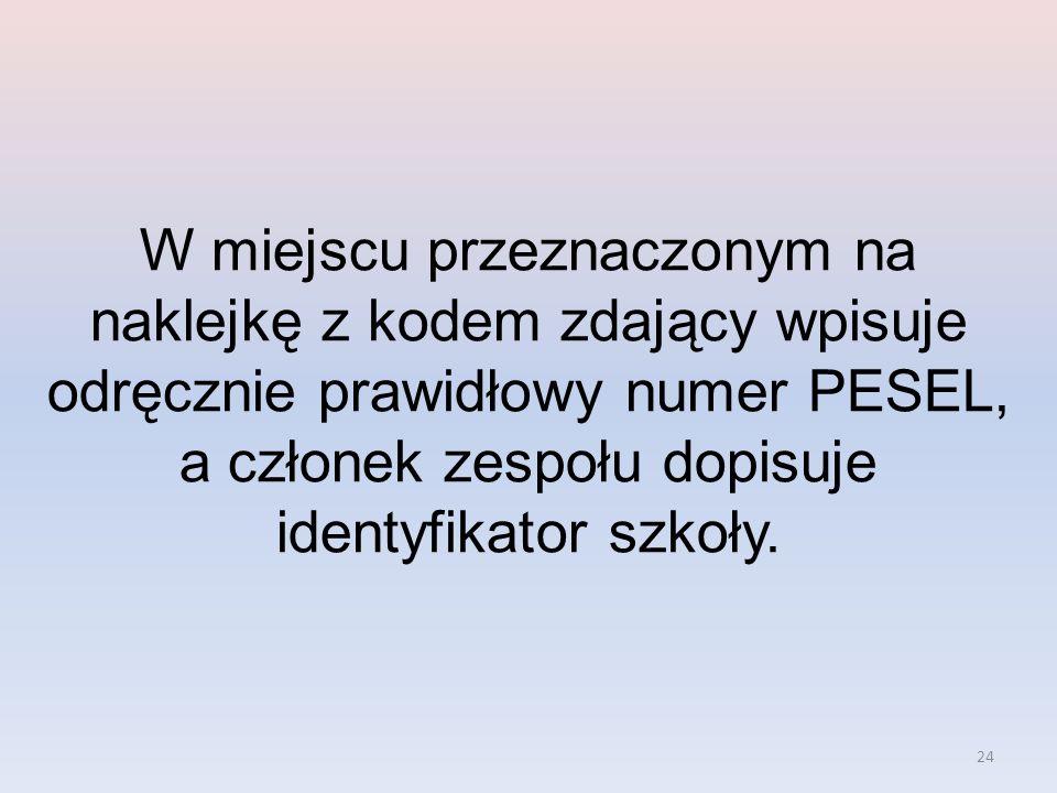 W miejscu przeznaczonym na naklejkę z kodem zdający wpisuje odręcznie prawidłowy numer PESEL, a członek zespołu dopisuje identyfikator szkoły.