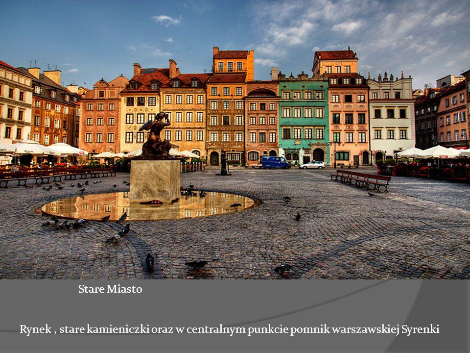jf Stare Miasto Rynek , stare kamieniczki oraz w centralnym punkcie pomnik warszawskiej Syrenki