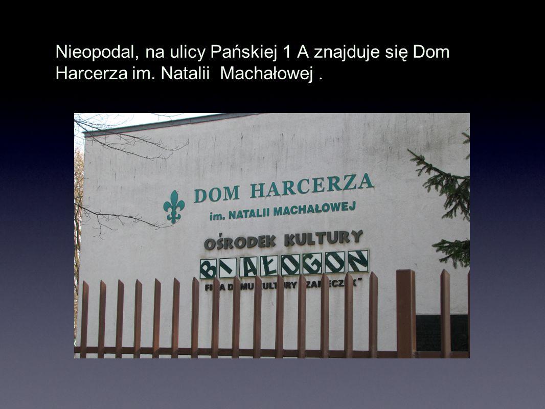 Nieopodal, na ulicy Pańskiej 1 A znajduje się Dom Harcerza im