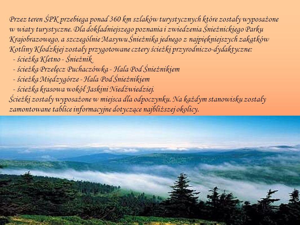 Przez teren ŚPK przebiega ponad 360 km szlaków turystycznych które zostały wyposażone w wiaty turystyczne.