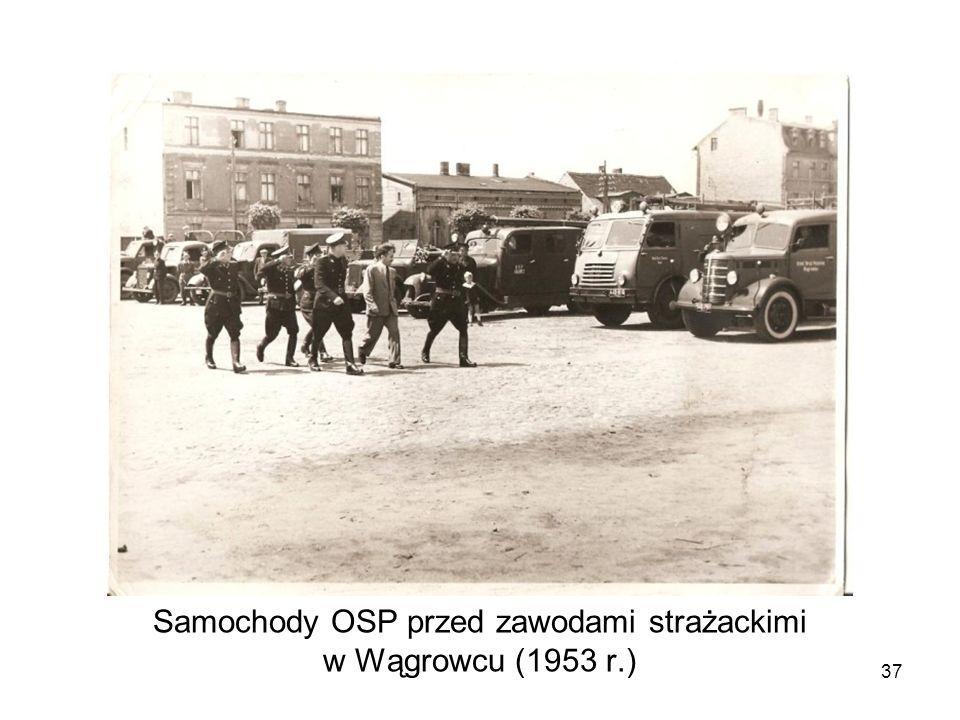 Samochody OSP przed zawodami strażackimi w Wągrowcu (1953 r.)