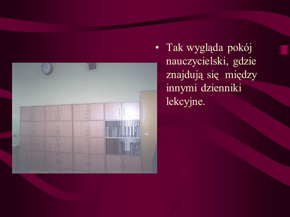 Tak wygląda pokój nauczycielski, gdzie znajdują się między innymi dzienniki lekcyjne.