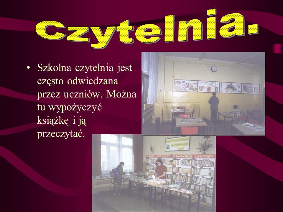 Czytelnia. Szkolna czytelnia jest często odwiedzana przez uczniów.