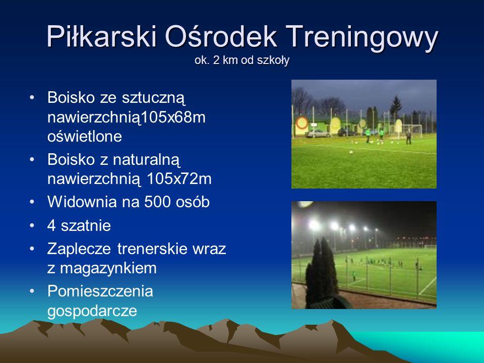 Piłkarski Ośrodek Treningowy ok. 2 km od szkoły