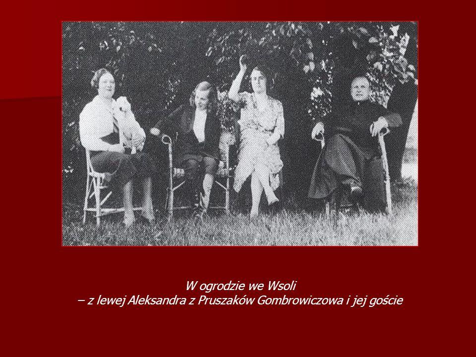 W ogrodzie we Wsoli – z lewej Aleksandra z Pruszaków Gombrowiczowa i jej goście