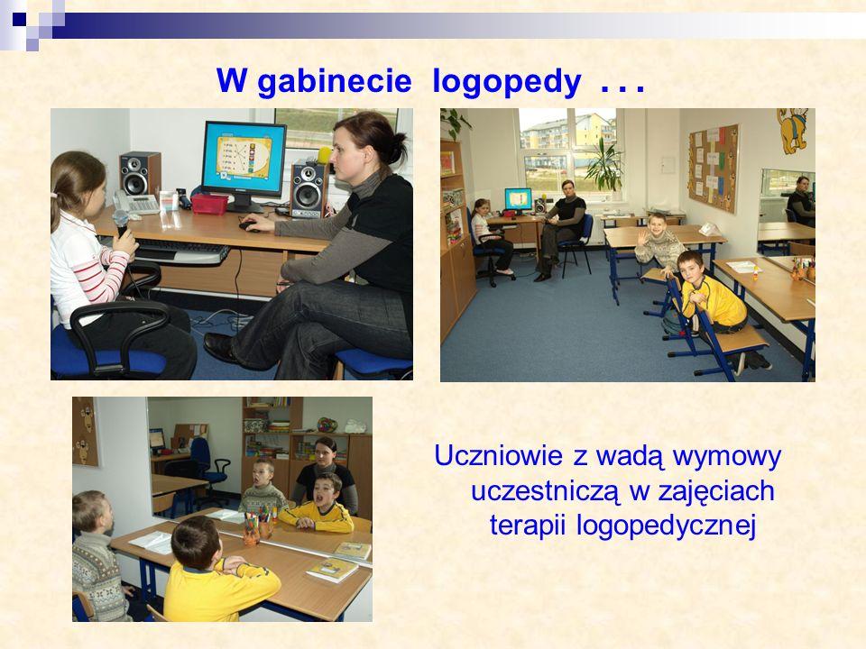 Uczniowie z wadą wymowy uczestniczą w zajęciach terapii logopedycznej