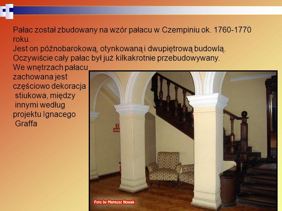 Pałac został zbudowany na wzór pałacu w Czempiniu ok. 1760-1770 roku.