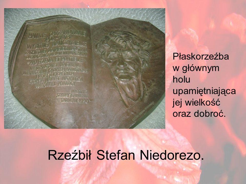 Rzeźbił Stefan Niedorezo.