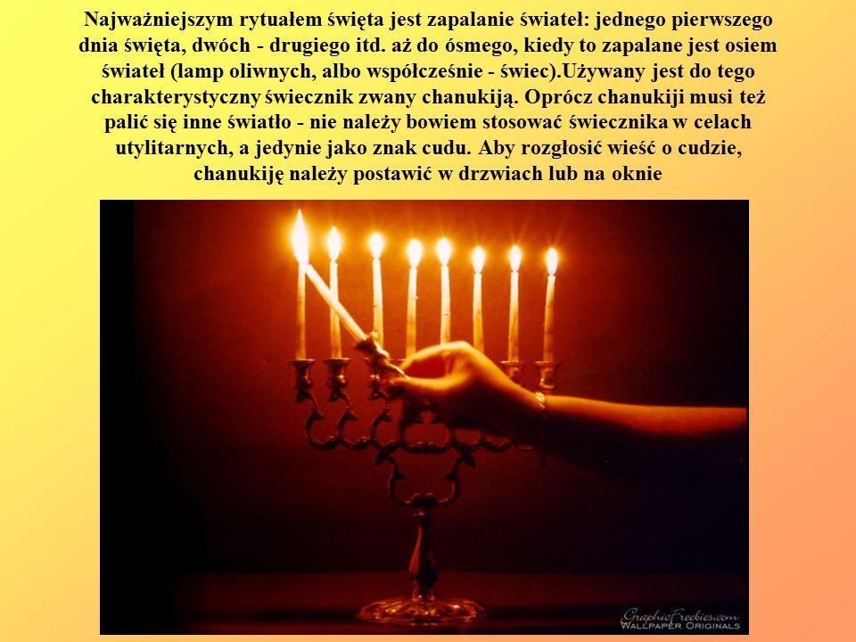 Najważniejszym rytuałem święta jest zapalanie świateł: jednego pierwszego dnia święta, dwóch - drugiego itd.