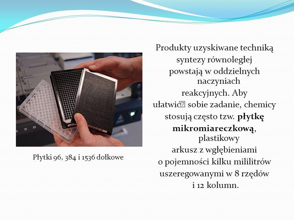 Produkty uzyskiwane techniką syntezy równoległej powstają w oddzielnych naczyniach reakcyjnych. Aby ułatwić sobie zadanie, chemicy stosują często tzw. płytkę mikromiareczkową, plastikowy arkusz z wgłębieniami o pojemności kilku mililitrów uszeregowanymi w 8 rzędów i 12 kolumn.