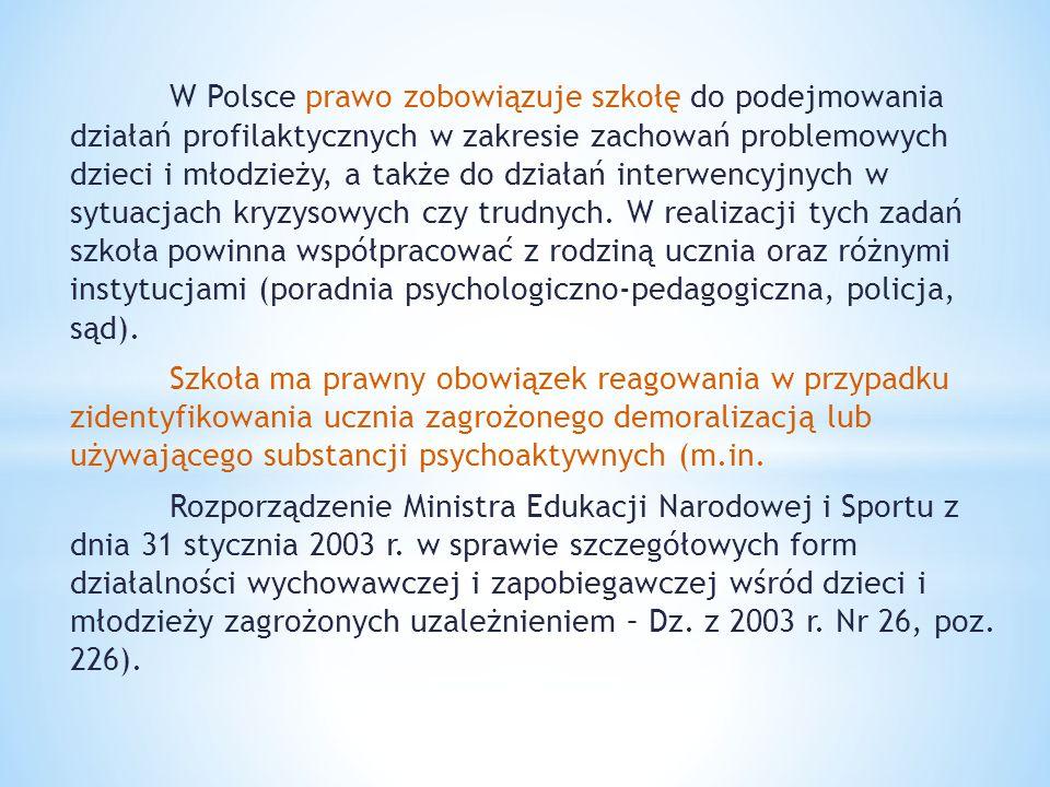 W Polsce prawo zobowiązuje szkołę do podejmowania działań profilaktycznych w zakresie zachowań problemowych dzieci i młodzieży, a także do działań interwencyjnych w sytuacjach kryzysowych czy trudnych. W realizacji tych zadań szkoła powinna współpracować z rodziną ucznia oraz różnymi instytucjami (poradnia psychologiczno-pedagogiczna, policja, sąd).