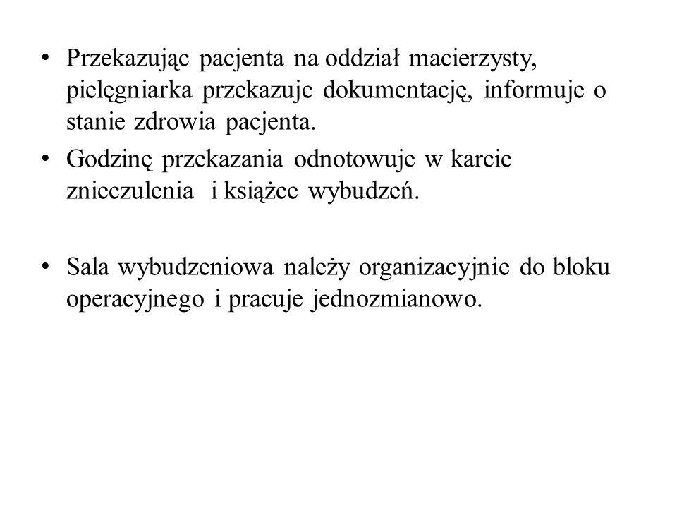 Przekazując pacjenta na oddział macierzysty, pielęgniarka przekazuje dokumentację, informuje o stanie zdrowia pacjenta.