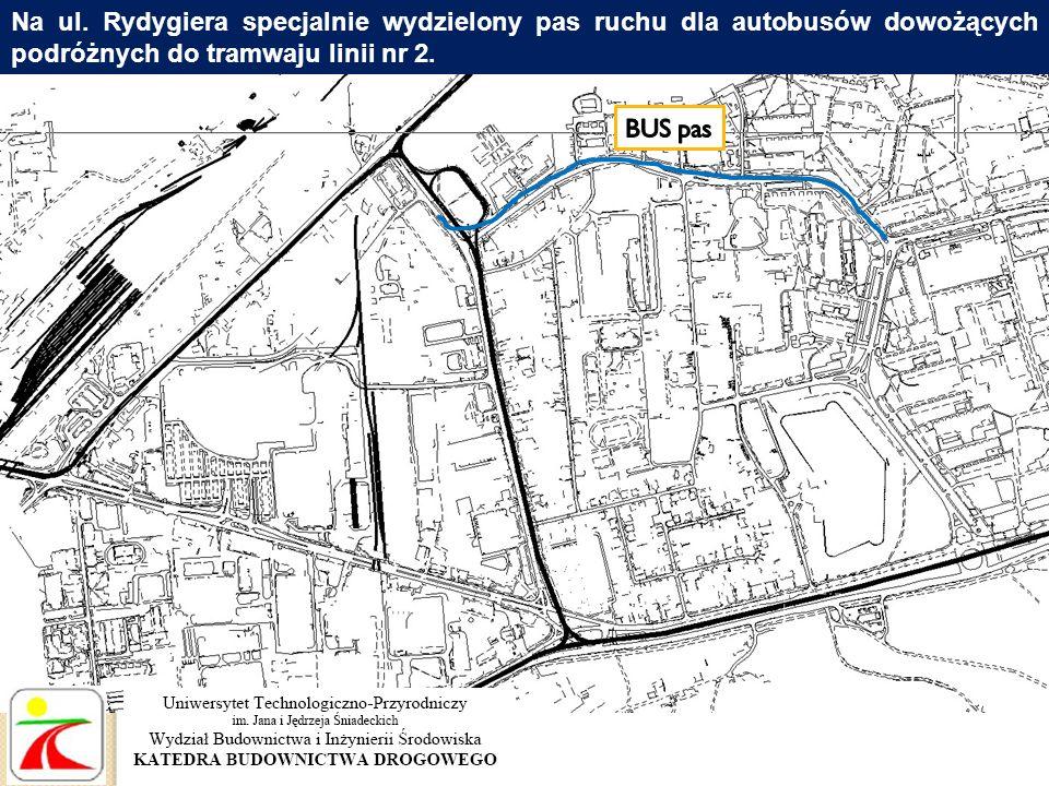 Na ul. Rydygiera specjalnie wydzielony pas ruchu dla autobusów dowożących podróżnych do tramwaju linii nr 2.