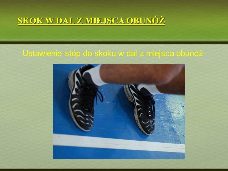 Ustawienie stóp do skoku w dal z miejsca obunóż