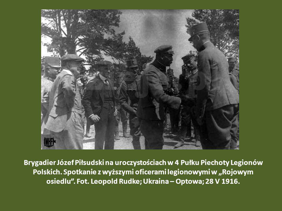 Brygadier Józef Piłsudski na uroczystościach w 4 Pułku Piechoty Legionów Polskich.