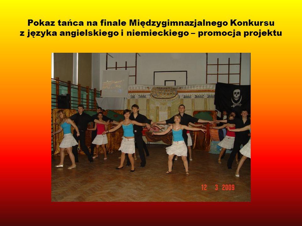 Pokaz tańca na finale Międzygimnazjalnego Konkursu z języka angielskiego i niemieckiego – promocja projektu