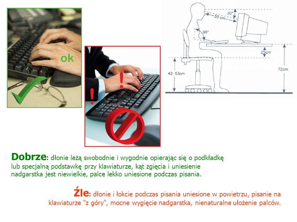 Dobrze: dłonie leżą swobodnie i wygodnie opierając się o podkładkę lub specjalną podstawkę przy klawiaturze, kąt zgięcia i uniesienie nadgarstka jest niewielkie, palce lekko uniesione podczas pisania.