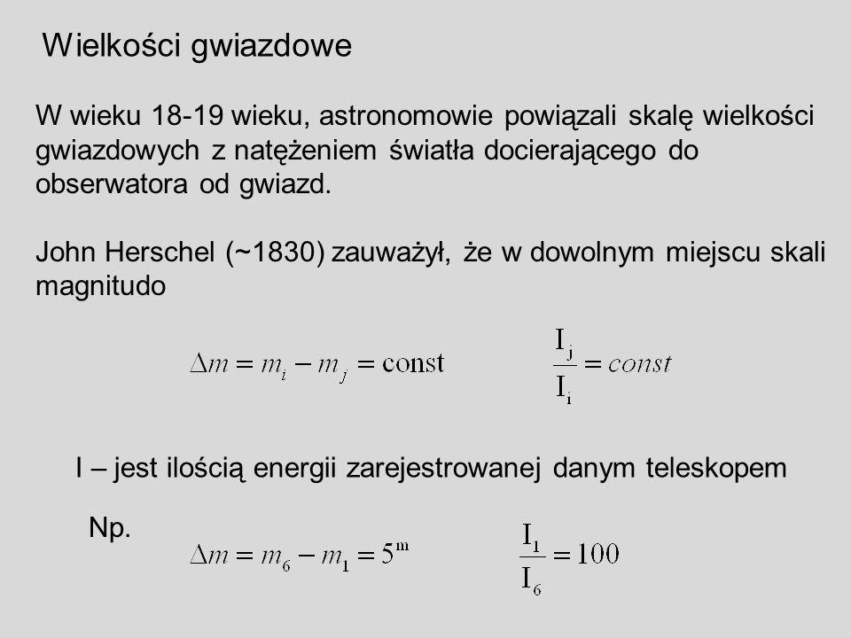 Wielkości gwiazdowe W wieku 18-19 wieku, astronomowie powiązali skalę wielkości. gwiazdowych z natężeniem światła docierającego do.