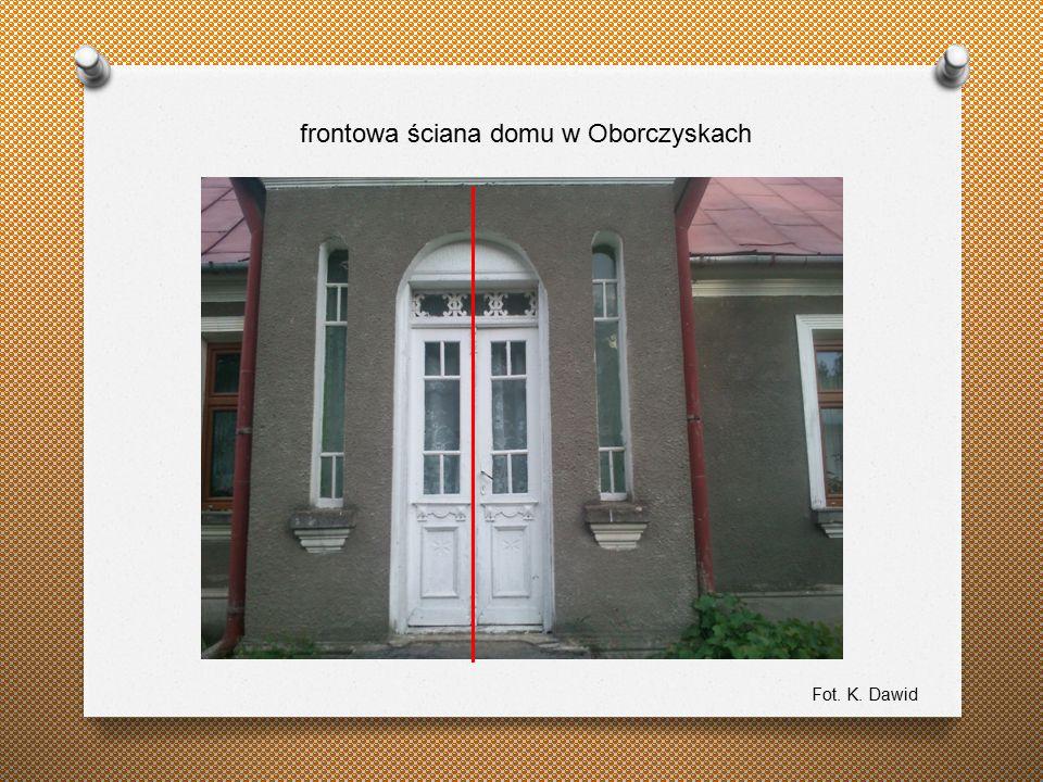 frontowa ściana domu w Oborczyskach