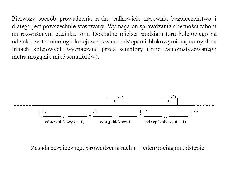 Pierwszy sposób prowadzenia ruchu całkowicie zapewnia bezpieczeństwo i dlatego jest powszechnie stosowany. Wymaga on sprawdzania obecności taboru na rozważanym odcinku toru. Dokładne miejsca podziału toru kolejowego na odcinki, w terminologii kolejowej zwane odstępami blokowymi, są na ogół na liniach kolejowych wyznaczane przez semafory (linie zautomatyzowanego metra mogą nie mieć semaforów).