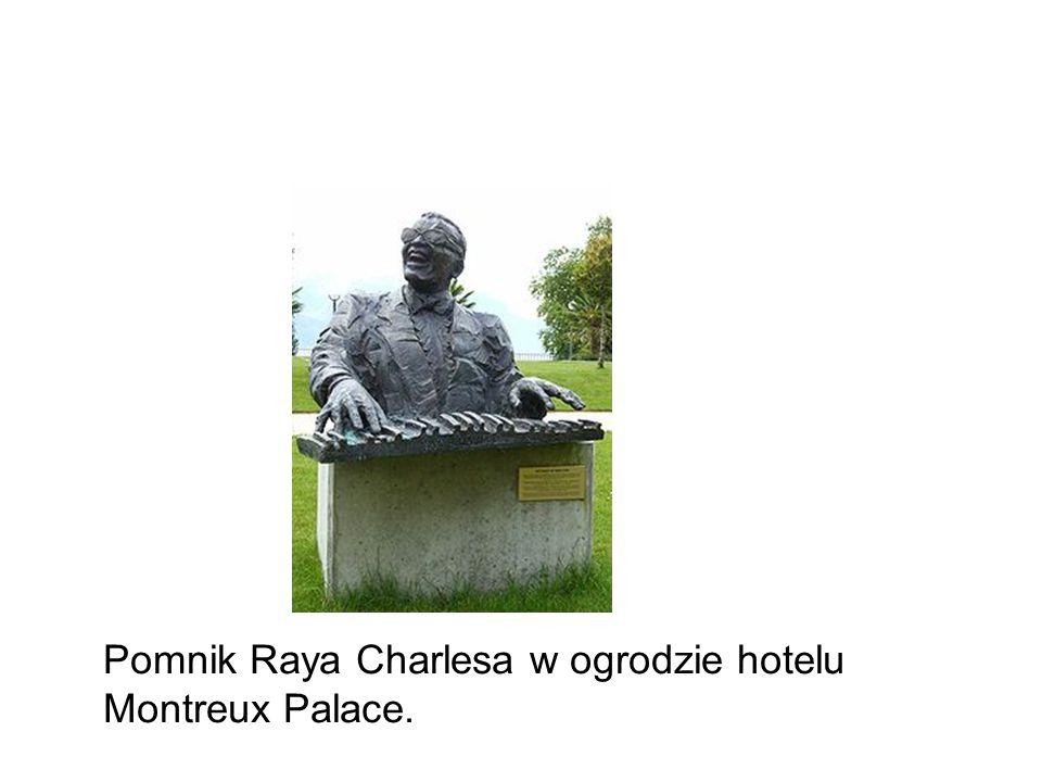 Pomnik Raya Charlesa w ogrodzie hotelu Montreux Palace.