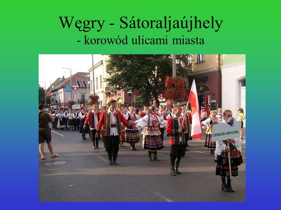 Węgry - Sátoraljaújhely - korowód ulicami miasta