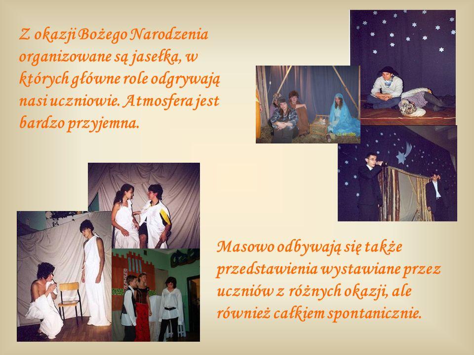 Z okazji Bożego Narodzenia organizowane są jasełka, w których główne role odgrywają nasi uczniowie. Atmosfera jest bardzo przyjemna.