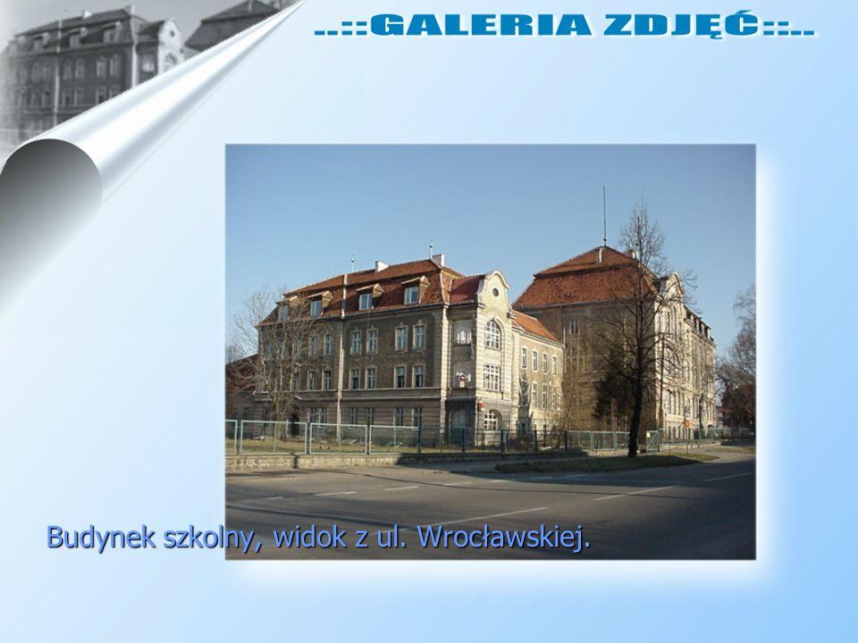 Budynek szkolny, widok z ul. Wrocławskiej.