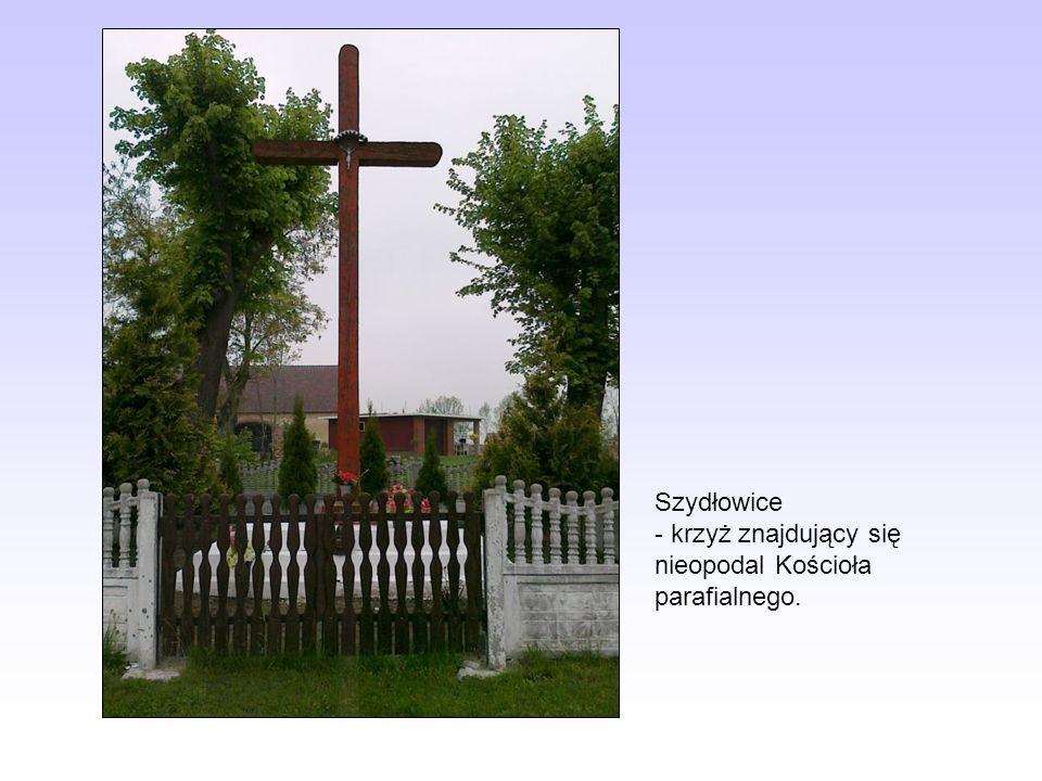 Szydłowice - krzyż znajdujący się nieopodal Kościoła parafialnego.