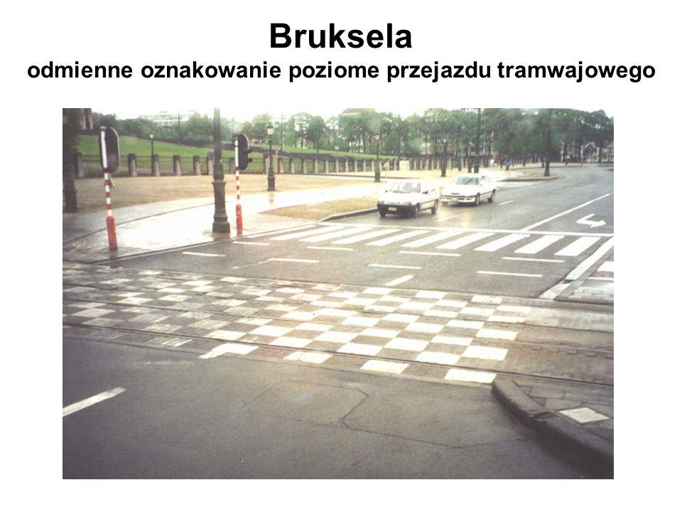 Bruksela odmienne oznakowanie poziome przejazdu tramwajowego