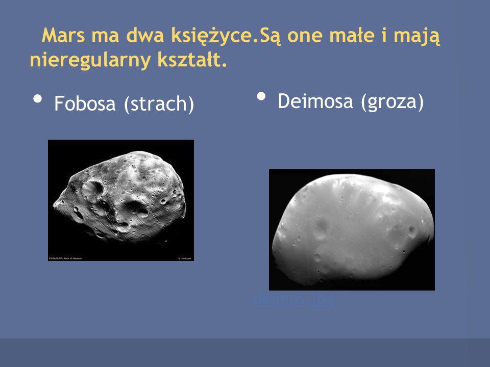 Mars ma dwa księżyce.Są one małe i mają nieregularny kształt.