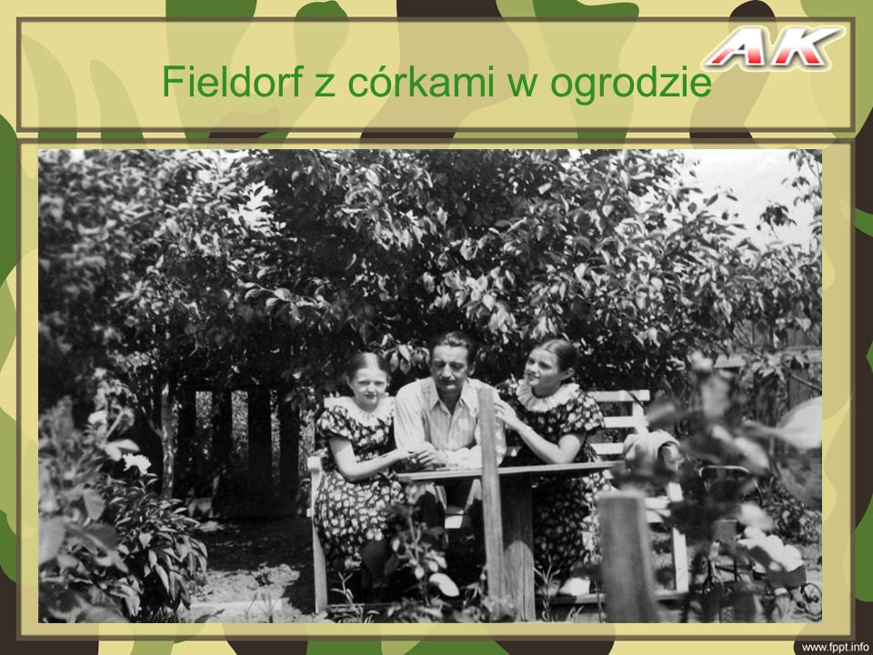 Fieldorf z córkami w ogrodzie