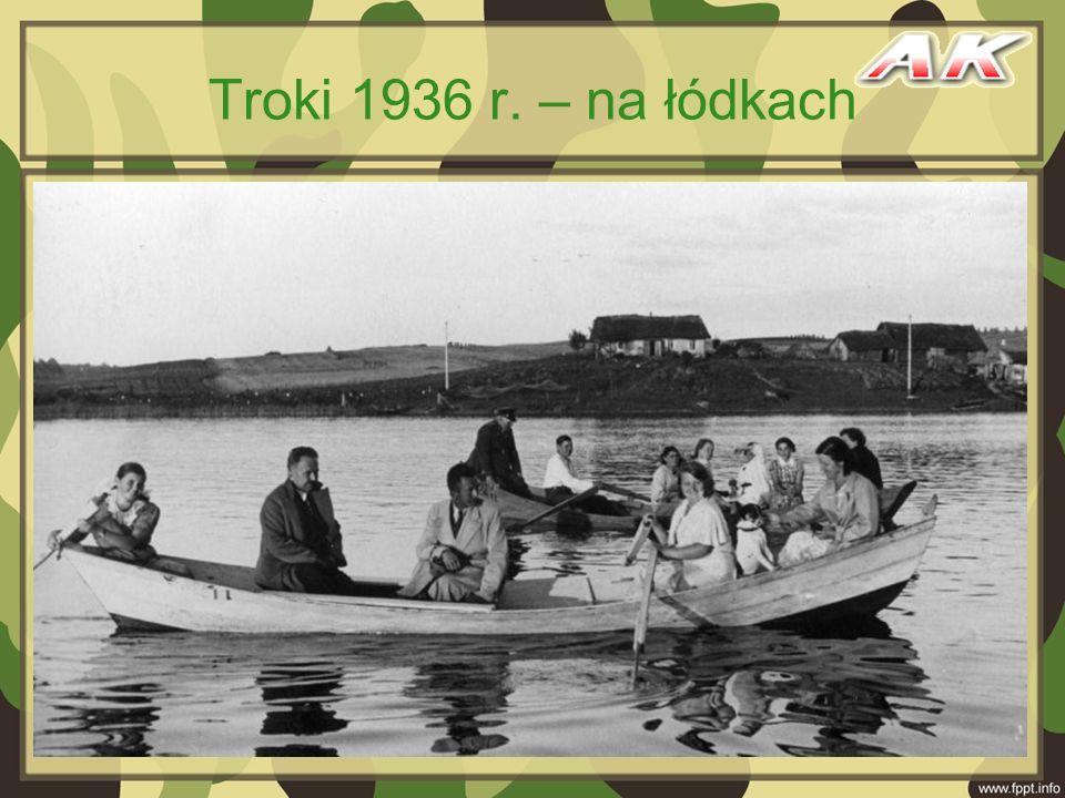 Troki 1936 r. – na łódkach