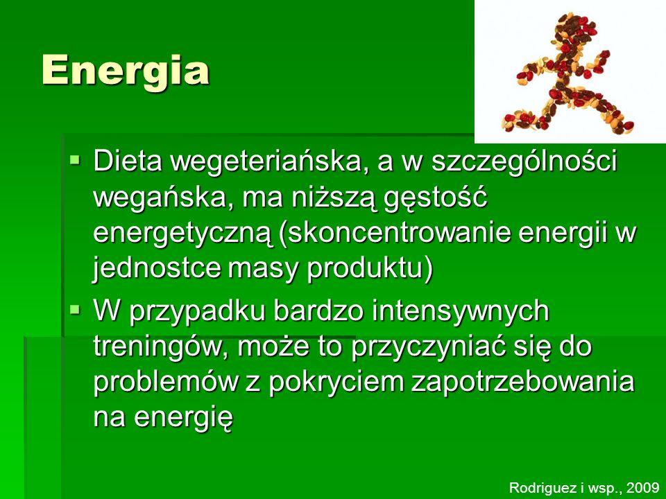 Energia Dieta wegeteriańska, a w szczególności wegańska, ma niższą gęstość energetyczną (skoncentrowanie energii w jednostce masy produktu)