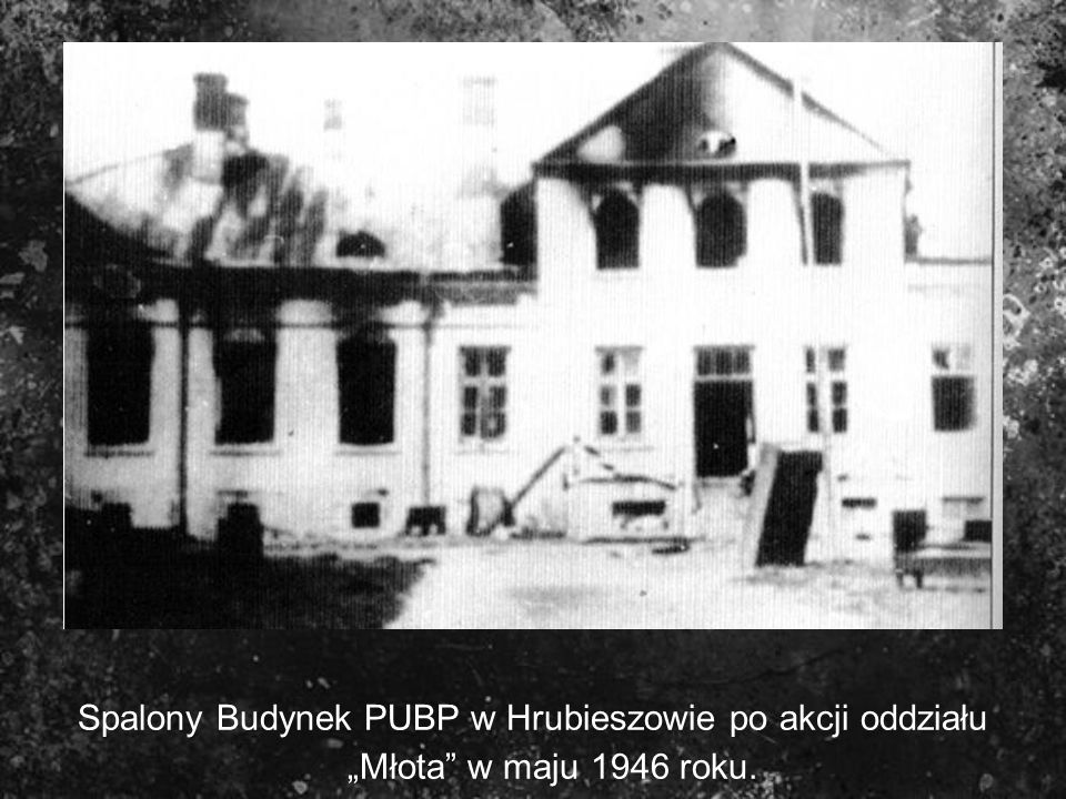 """Spalony Budynek PUBP w Hrubieszowie po akcji oddziału """"Młota w maju 1946 roku."""