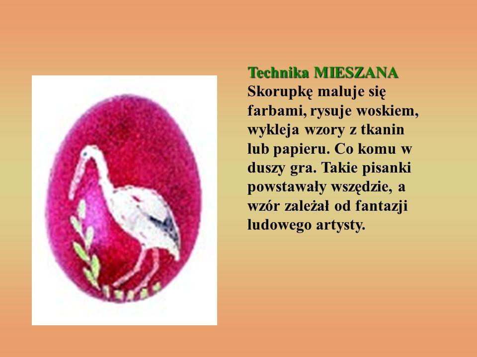 Technika MIESZANA Skorupkę maluje się farbami, rysuje woskiem, wykleja wzory z tkanin lub papieru.