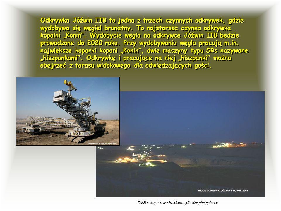 """Odkrywka Jóźwin IIB to jedna z trzech czynnych odkrywek, gdzie wydobywa się węgiel brunatny. To najstarsza czynna odkrywka kopalni """"Konin . Wydobycie węgla na odkrywce Jóźwin IIB będzie prowadzone do 2020 roku. Przy wydobywaniu węgla pracują m.in. największe koparki kopani """"Konin , dwie maszyny typu SRs nazywane """"hiszpankami . Odkrywkę i pracujące na niej """"hiszpanki można obejrzeć z tarasu widokowego dla odwiedzających gości."""