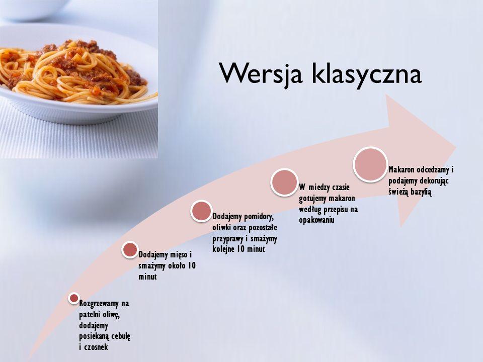 Wersja klasycznaRozgrzewamy na patelni oliwę, dodajemy posiekaną cebulę i czosnek. Dodajemy mięso i smażymy około 10 minut.