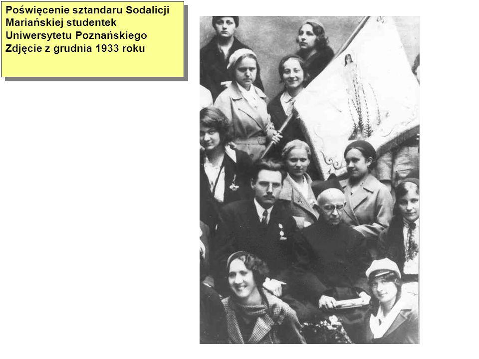 Poświęcenie sztandaru Sodalicji Mariańskiej studentek Uniwersytetu Poznańskiego Zdjęcie z grudnia 1933 roku
