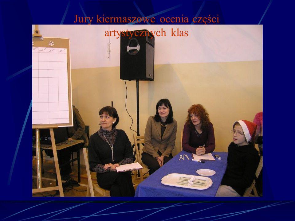 Jury kiermaszowe ocenia części artystycznych klas