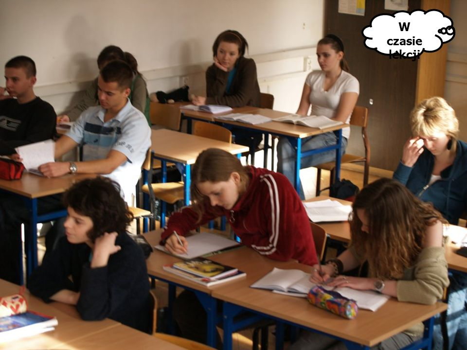 W czasie lekcji Wczesnym rankiem... W czasie przerwy W czytelni