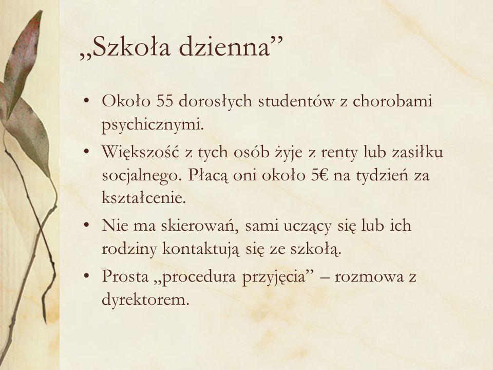 """""""Szkoła dzienna Około 55 dorosłych studentów z chorobami psychicznymi."""