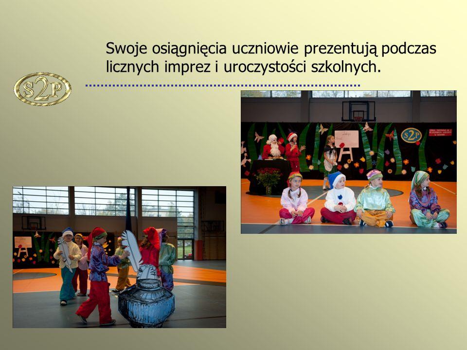 Swoje osiągnięcia uczniowie prezentują podczas licznych imprez i uroczystości szkolnych.