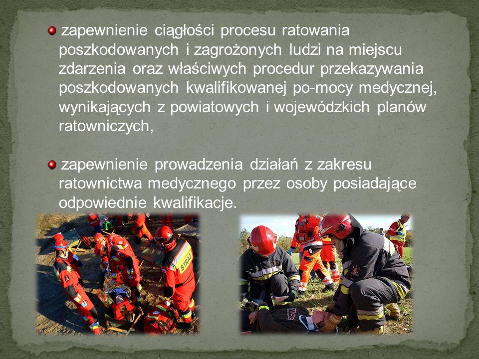zapewnienie ciągłości procesu ratowania poszkodowanych i zagrożonych ludzi na miejscu zdarzenia oraz właściwych procedur przekazywania poszkodowanych kwalifikowanej po-mocy medycznej, wynikających z powiatowych i wojewódzkich planów ratowniczych,