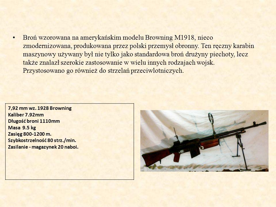 Broń wzorowana na amerykańskim modelu Browning M1918, nieco zmodernizowana, produkowana przez polski przemysł obronny. Ten ręczny karabin maszynowy używany był nie tylko jako standardowa broń drużyny piechoty, lecz także znalazł szerokie zastosowanie w wielu innych rodzajach wojsk. Przystosowano go również do strzelań przeciwlotniczych.