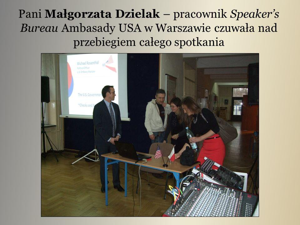 Pani Małgorzata Dzielak – pracownik Speaker's Bureau Ambasady USA w Warszawie czuwała nad przebiegiem całego spotkania