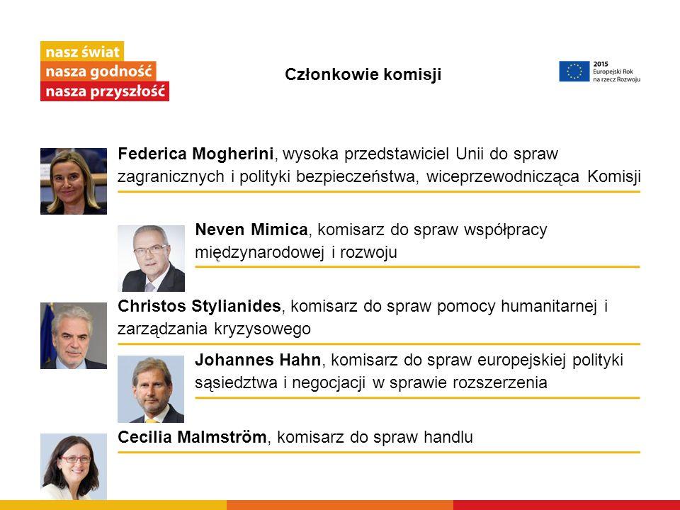 Członkowie komisji Federica Mogherini, wysoka przedstawiciel Unii do spraw zagranicznych i polityki bezpieczeństwa, wiceprzewodnicząca Komisji.