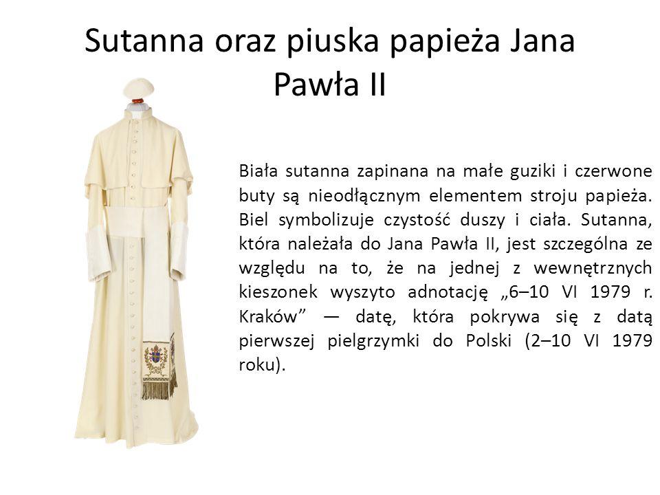 Sutanna oraz piuska papieża Jana Pawła II