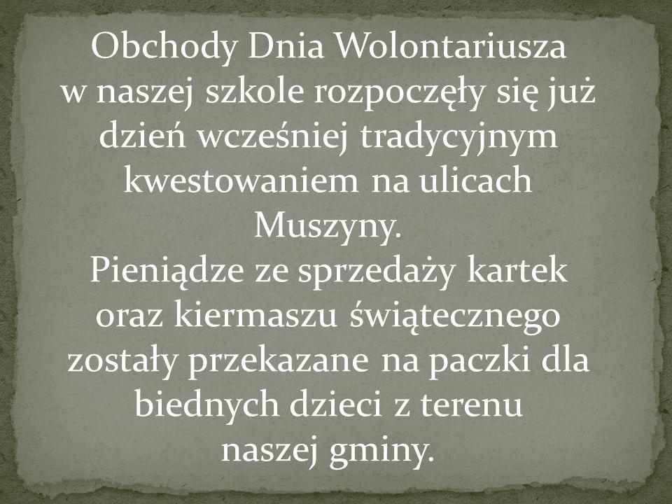Obchody Dnia Wolontariusza w naszej szkole rozpoczęły się już dzień wcześniej tradycyjnym kwestowaniem na ulicach Muszyny.